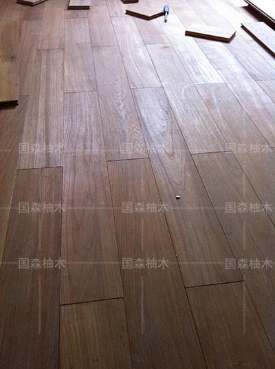 感谢: 王小姐拍照位于广东汕头柚木地板的居家