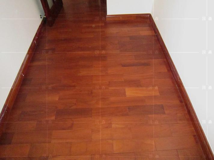 感谢:广州高小姐自拍位于广州柚木地板的居家-用国森柚木地板品牌安装