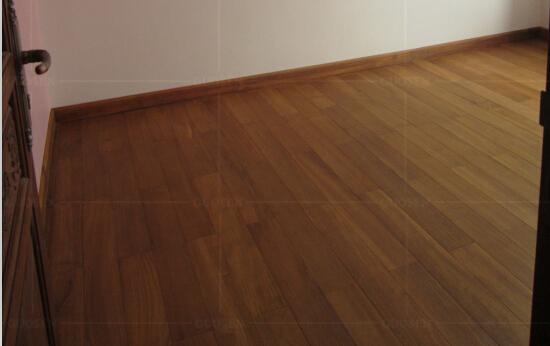 感谢:孙先生拍照于山东青岛柚木地板的住家-国森柚木地板品牌