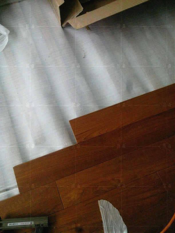 感谢:宁先生拍照位于珠海柚木地板的安装现场-用国森柚木地板品牌安装
